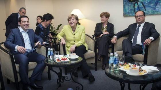 L'Ue boccia l'ultima proposta greca, ma Merkel e Bce riaccendono le speranze
