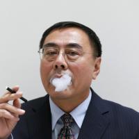 """Il segreto di Mister Lik: """"Così ho inventato il fumo elettronico"""""""