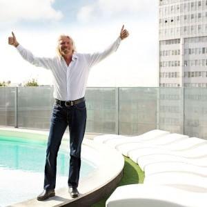 Virgin: Branson concede ai neo-genitori un anno di congedo a stipendio pieno