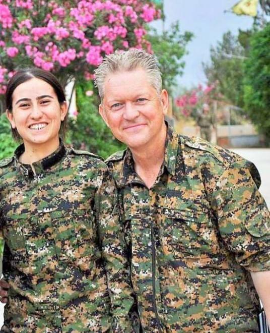 Da Hollywood alla Siria: l'attore Michael Enright si arruolacontro l'Isis