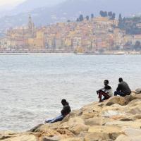 Emergenza migranti: la Francia chiude la frontiera, bivacchi in stazione a Ventimiglia