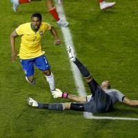 Coppa America, Brasile-Perù 2-1: gol e assist per Neymar