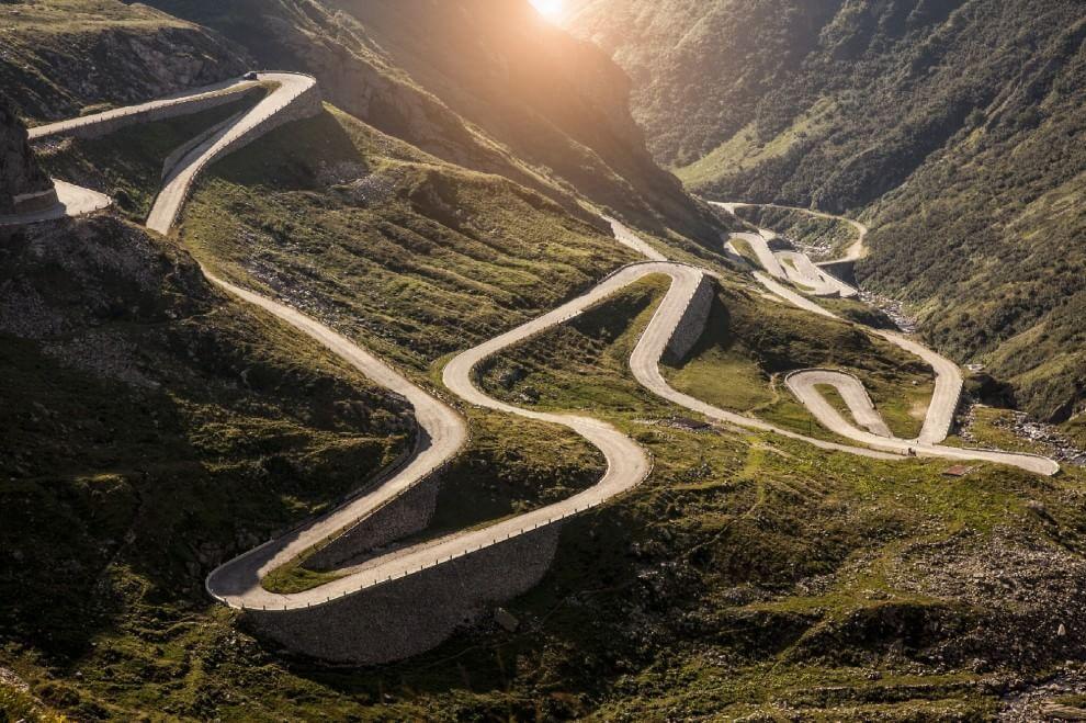 Guida, chi si distrae rischia: le strade più pericolose del mondo