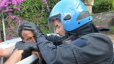 """Ventimiglia, sgomberati i migranti    Alfano : """"Pugno all'Europa""""  -   foto   -   video"""