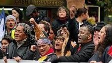 Aborigeni in pericolo:  si barricano in tenda davanti al Parlamento   di MARIA CRISTINA FRADDOSIO