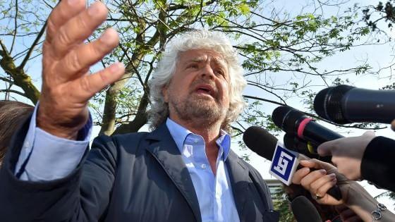 """Caso Marino, Grillo corregge il tweet: """"Roma sommersa da campi di clandestini"""""""