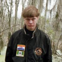 Strage di Charleston, Dylann Roof con i simboli razzisti