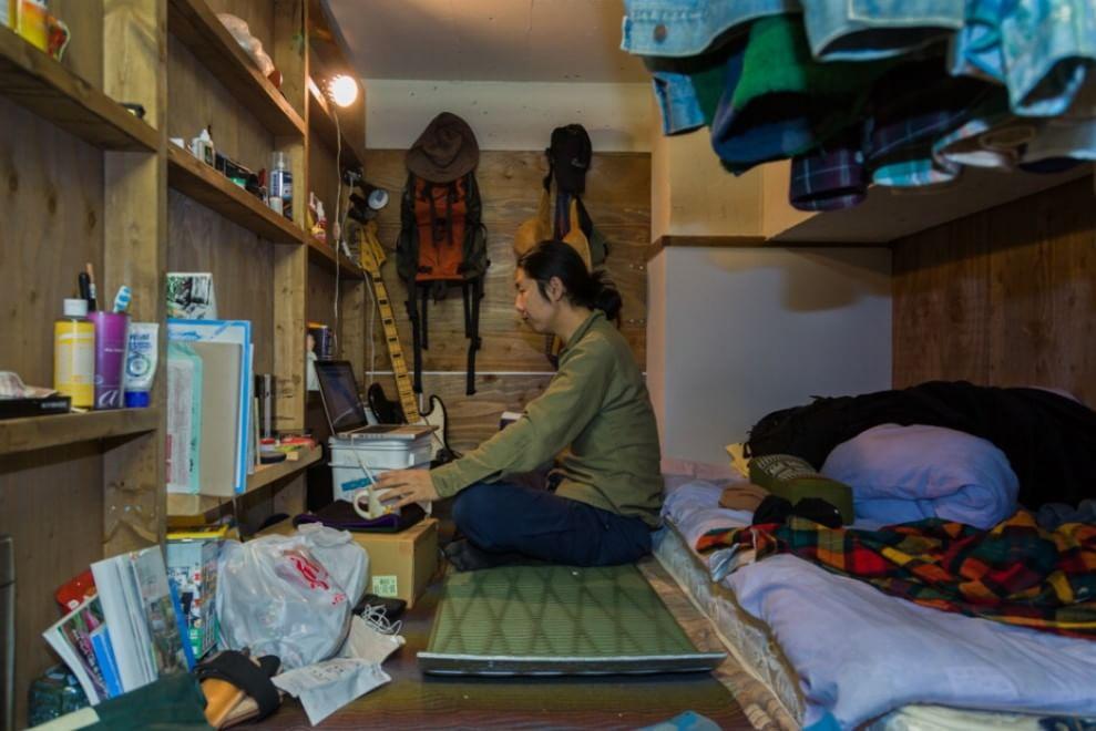 Hotel low cost: le camere diventano celle di legno