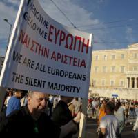 Grecia, migliaia in piazza per l'accordo con i creditori internazionali