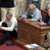 Grecia, l'allarme fuga di capitali e l'ombra del crac di Cipro
