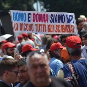 """Family day, cattolici in piazza a Roma contro le unioni civili: """"Siamo più di un milione"""""""
