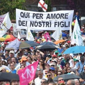 I dati confermano: più di un italiano su due dice sì alle nozze gay