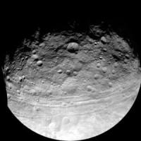 """La sonda Dawn scopre una enorme """"piramide"""" su Cerere"""