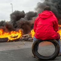 Immigrati: a Calais si nascondono in camion e furgoni diretti nel Regno Unito