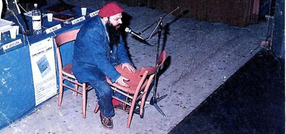 """Enzo Del Re, il """"cantaprotestautore"""" del popolo: """"Il pubblico è padrone dell'artista"""""""