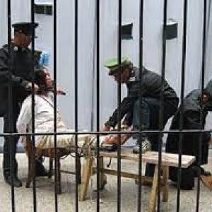 """Tortura, """"Negli ultimi 5 anni ci sono stati casi in 141 Paesi e in Italia manca ancora una legge"""""""