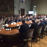 Emergenza migranti, Renzi incontra Regioni e Comuni. Zaia: 'Prefetti si ribellino al Governo'