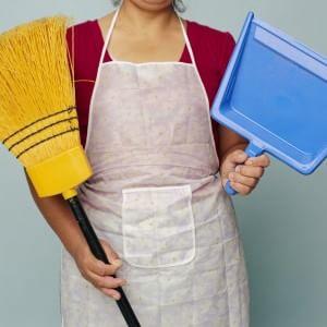 Le italiane tornano a fare le domestiche