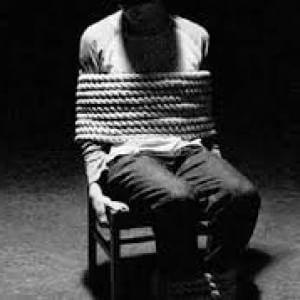 La tortura non si vede ma c'è e distrugge migliaia di persone