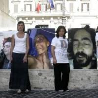 I nuovi demagoghi che cavalcano l'odio delle divise in piazza