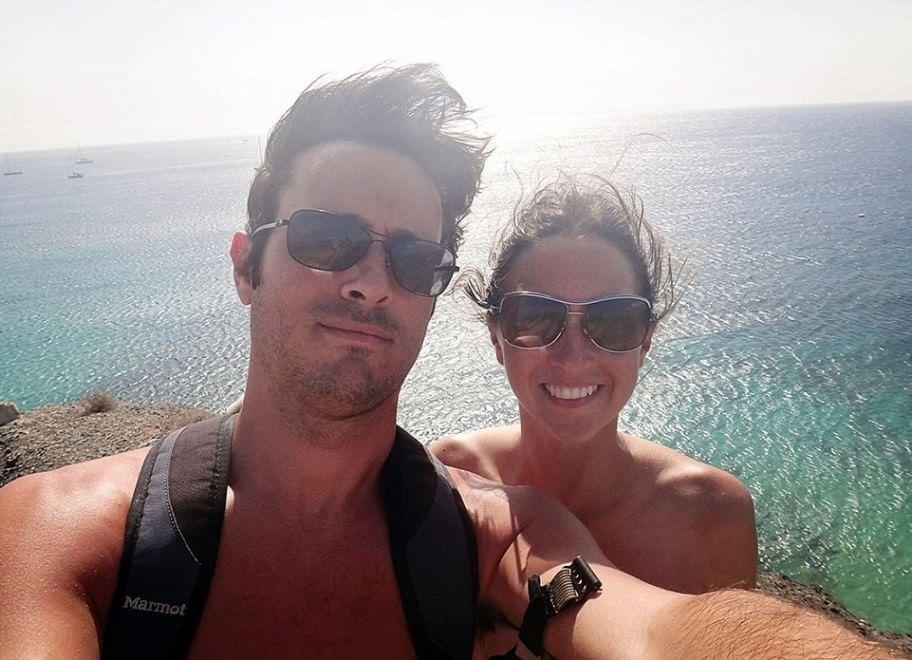 In barca col gatto: il giro del mondo di Matt e Jessica con mille euro al mese