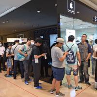 Tutti in fila per l'Apple Watch in Italia e nel mondo