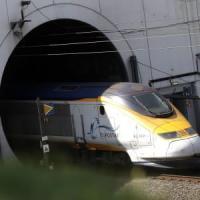 Immigrato eritreo muore nell'Eurotunnel cercando di salire su treno merci