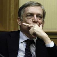 """L'alt di Cuperlo: """"Il Pd si sgretola anche su Roma, Renzi sbaglia"""""""