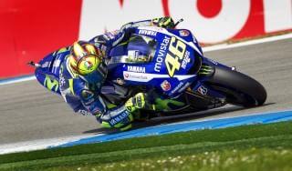 MotoGp, Assen: Rossi in pole, Lorenzo solo ottavo