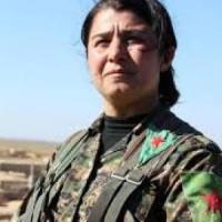 Il sindaco di Kobane e la comandante curda Nessrin: