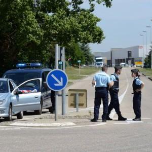 """Francia, Valls: """"Terroristi minaccia con cui dobbiamo convivere"""". La polizia interroga l'attentatore di Lione"""