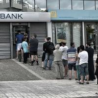 Grecia, Ue inizia a valutare default 'controllato'. No da Eurogruppo ad aiuti fino al referendum