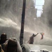 Turchia: idranti e proiettili di gomma, polizia contro Gay Pride a Istanbul