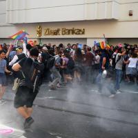Turchia, proiettili di gomma e idranti: repressione al Gay Pride