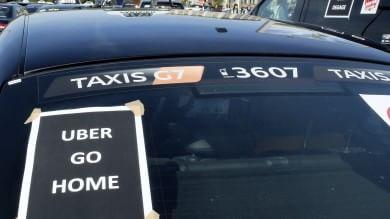 Francia, arrestati i due manager di Uber per aver fornito servizio low cost 'illecito'