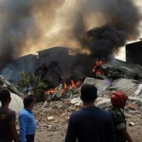 Indonesia, aereo militare si schianta su case: almeno 141 morti