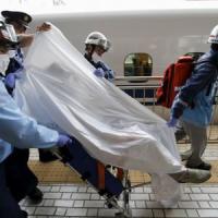 """Tokyo, incendio a bordo di un treno """"proiettile"""": due morti"""