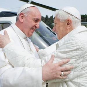 Le vacanze dei Papi: Ratzinger a Castel Gandolfo, niente udienze per Bergoglio