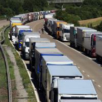 Francia, lavoratori bloccano tunnel sotto la Manica