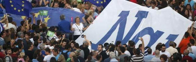 Eurogruppo non proroga aiuti, riprende domani stop a richiesta greca, ma si tratta a oltranza Attesa proposta Tsipras. Atene,  Sì in piazza    foto