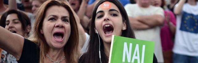 Ue-Grecia, la trattativa prosegue a oltranza Attesa proposta Tsipras. Atene,  Sì in piazza    foto