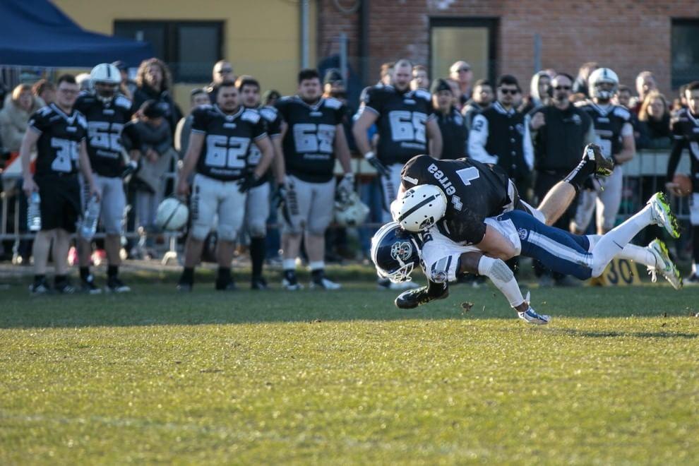 Placcaggi e touchdown all'italiana: mostra fotografica sul football azzurro
