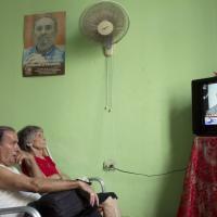 Cuba, riaprono le ambasciate: tutti davanti alla tv per seguire l'annuncio