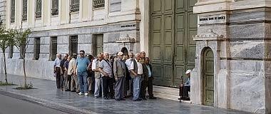 """Moody's boccia Atene su tutta la linea Varoufakis: """"Se vince il 'sì', dimissioni"""""""