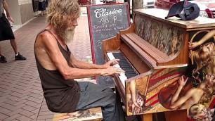 Magia del pianista senzatetto  Una seconda vita per Donald