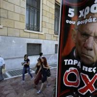 Referendum Grecia, sondaggi: in crescita il sì, stragrande maggioranza dei greci vuole restare nell'Euro