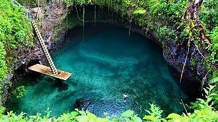 Samoa, un tuffo nel paradiso la piscina creata dall'eruzione