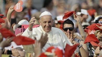 """Il Papa: """"Diavolo entra dal portafogli"""" E mette in guardia dai leader 'a vita'    Foto"""