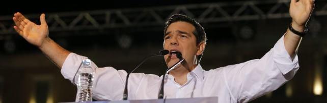 """Atene, la sfida delle piazze   foto  -  vd   /     I  ncidenti     ft   Tsipras: """"Votate contro chi vuole terrorizzarvi"""""""