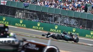 Hamilton, altra pole Ferrari solo in terza fila